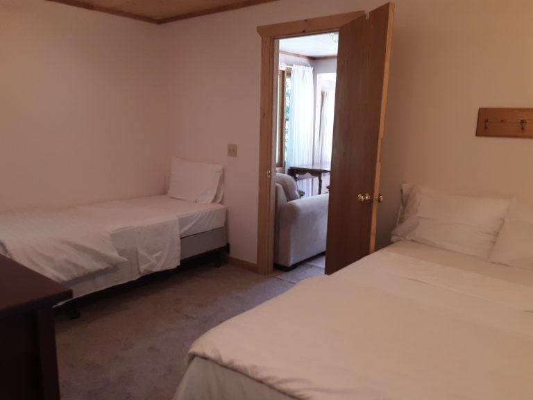 Cabin 10 bedroom beds